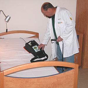 Comprobador portátil para medios de servicio eléctricos